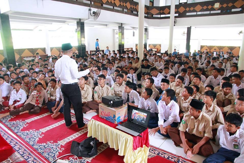 Peduli Muslim Uighur, Keluarga Besar SMP IT YABIS Ikuti Roadshow