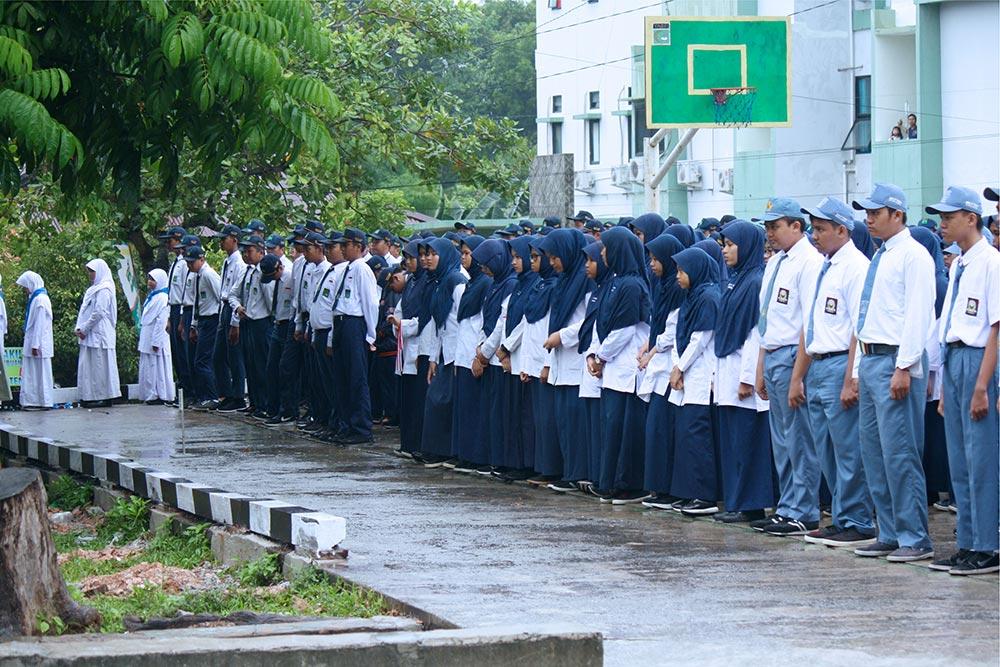 Suasana Khidmat, Upacara Peringatan HUT RI Ke-72 di Yayasan Yabis